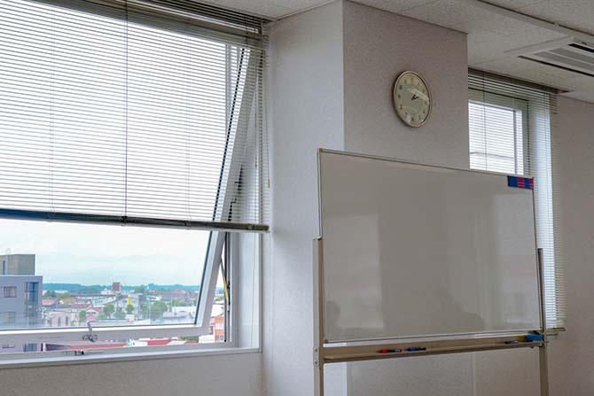 室内の換気や消毒を定期的に行っております。